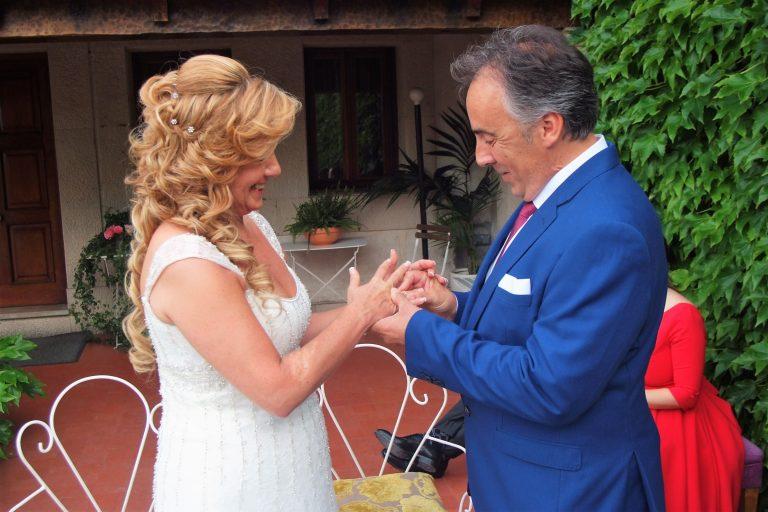 La boda de Rosana y Miguel en Deluz